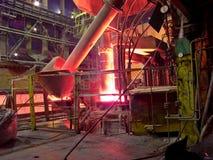 Planta metalúrgica, proceso de producción industrial Fotografía de archivo libre de regalías