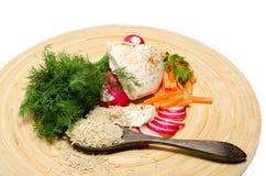 Plantaardig assortiment met een kip en een rijst Stock Afbeeldingen