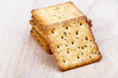 Plantaardige cracker op houten achtergrond Stock Foto's