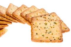 Plantaardige die crackers op wit worden geïsoleerd Stock Foto's