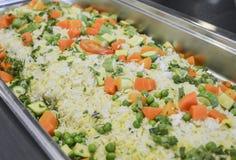 Plantaardige gebraden rijst bij een Chinees restaurantbuffet Stock Afbeelding