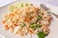 Plantaardige gebraden rijst met lepel Stock Foto