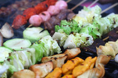 Plantaardige kebabs die aan perfectie wordt geroosterd stock fotografie