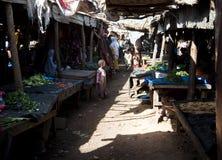 Plantaardige markt in Bamako stock afbeeldingen