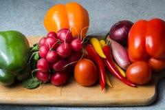 Plantaardige mengeling op de keukenraad Vegetarisch voedsel royalty-vrije stock fotografie