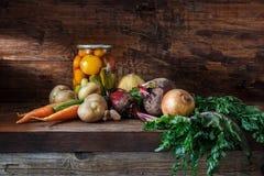 Plantaardige producten in een kelder Royalty-vrije Stock Afbeelding