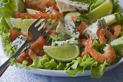 Plantaardige salade met garnalen Stock Foto's
