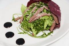 Plantaardige salade met kalfsvlees Royalty-vrije Stock Foto's
