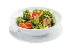 Plantaardige salade met paddestoelen en greens stock fotografie