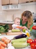 Plantaardige saladevoorbereiding Stock Foto