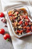 Plantaardige sauté met aubergine, rode groene paprika's en tomaten stock afbeeldingen