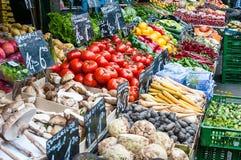 Plantaardige tribune bij een markt Naschmarkt in Wenen, Oostenrijk Royalty-vrije Stock Foto