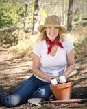 Plantando bulbos por um futuro verde Foto de Stock Royalty Free