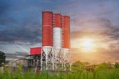 Plantas de mistura concretas, silo de mistura concreto, construção do local Fotografia de Stock