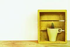 Plantas del cactus en estilo del vintage de la maceta imagen de archivo
