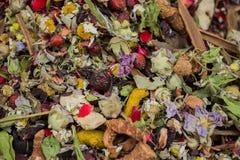 Plantas secas como infusión de hierbas en el mercado para la venta Foto de archivo libre de regalías