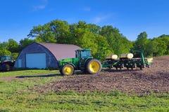 Planteur de John Deere Tractor et de maïs Photos libres de droits
