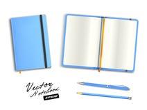 Plantilla abierta y cerrada azul clara del cuaderno con la banda elástica y la señal Imagen de archivo