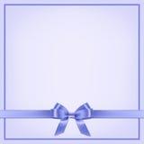 Plantilla azul de la postal con la cinta y el arco Vector Imagen de archivo libre de regalías