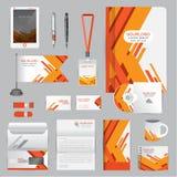 Plantilla blanca de la identidad con los elementos anaranjados de la papiroflexia COM del vector Imagen de archivo