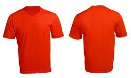 Plantilla con cuello de pico roja en blanco de la camisa de los hombres Imagenes de archivo