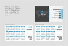 Plantilla de doble cara de la tarjeta de visita con el calendario por 2017 años Imagenes de archivo