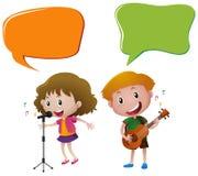 Plantilla de la burbuja del discurso con los niños que cantan y que tocan la guitarra Imagen de archivo libre de regalías