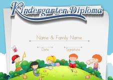 Plantilla de la certificación con los niños en el parque Imagen de archivo