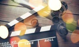 Plantilla de la chapaleta de la película en backround de madera Fotos de archivo libres de regalías