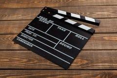 Plantilla de la chapaleta de la película en backround de madera Imagenes de archivo