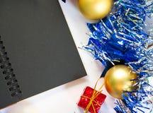 Plantilla de la decoración de la Navidad para la oferta de saludo del mensaje o del descuento Fondo de la bandera Foto de archivo