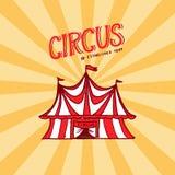 Plantilla de la insignia de la tienda de circo Arena para los funcionamientos de acróbatas y de payasos Logotipos o emblemas del  ilustración del vector