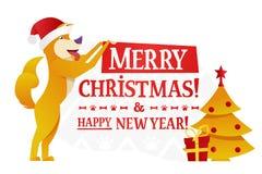 Plantilla de la postal de la Feliz Navidad y de la Feliz Año Nuevo con el perro amarillo lindo con el regalo y el árbol de navida Imagenes de archivo