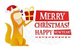 Plantilla de la postal de la Feliz Navidad y de la Feliz Año Nuevo con el perro amarillo lindo con el regalo rojo en el fondo bla Imagen de archivo libre de regalías