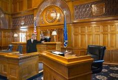 Plantilla de la sala de tribunal, soporte de testigo, ley, abogado, juez foto de archivo libre de regalías