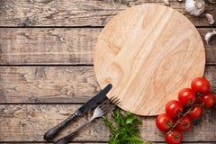 Plantilla de la tabla de cortar de la pizza con el espacio vacío para hacer publicidad de diseño Foto de archivo libre de regalías