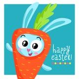 Plantilla de la tarjeta de felicitación de Pascua con el conejito en traje de la zanahoria Imagenes de archivo