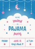 Plantilla de la tarjeta de la invitación del partido de pijama con las estrellas, la luna y las nubes Imagen de archivo