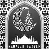 Plantilla de la tarjeta de felicitación del kareem del Ramadán con la silueta de la mezquita Foto de archivo