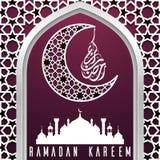 Plantilla de la tarjeta de felicitación del kareem del Ramadán con la silueta de la mezquita Imagen de archivo