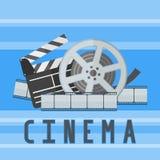 Plantilla del cartel de película del cine con el rollo de película, la tira y el tablero de chapaleta Foto de archivo libre de regalías