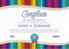 Plantilla del certificado con el marco colorido del lápiz para los niños Foto de archivo