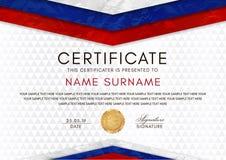 Plantilla del certificado con el marco ruso de la bandera de los colores y la insignia blancos, rojos, azules del oro ilustración del vector