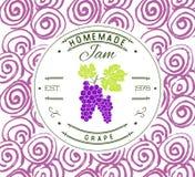 Plantilla del diseño de la etiqueta del atasco para el producto del postre de la uva con la mano dibujada bosquejó la fruta y el  Imágenes de archivo libres de regalías