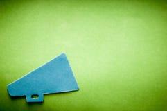 Plantilla del fondo del aviso con el megáfono retro fotografía de archivo libre de regalías