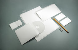 Plantilla en blanco para las tarjetas de visita, papeles con membrete, sobres Fotografía de archivo libre de regalías