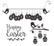 Plantilla feliz de Pascua con los pájaros y los huevos fotos de archivo