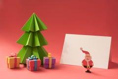 Plantilla hecha a mano cortada papel de la tarjeta de la Feliz Navidad Imágenes de archivo libres de regalías