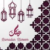 Plantilla islámica de la tarjeta de felicitación del kareem del Ramadán con la linterna de la ejecución Fotografía de archivo