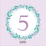 Plantilla linda de la tarjeta del número de la tabla de la boda con los elementos florales a mano y las ramas Diseño simple elega Imagen de archivo libre de regalías
